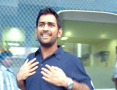 dhoni-with-Rhiti-Sports.jpg